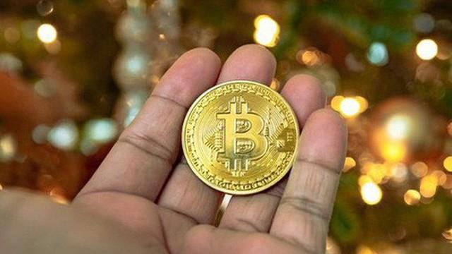 Bitcoin trở lại mốc 8.000 USD, nhà đầu tư vẫn ôm đầu lo lắng