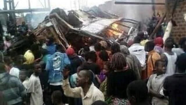 Xe khách lật úp vì mất phanh, 31 người chết thảm