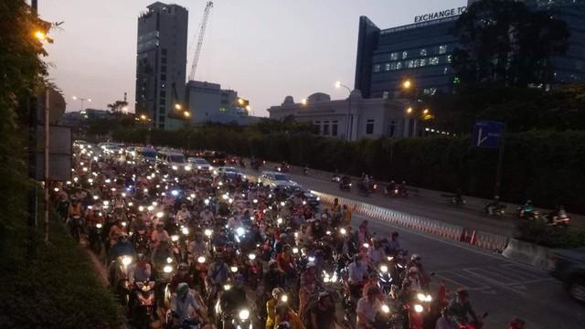 Vì sao hầm sông Sài Gòn ngưng lưu thông?