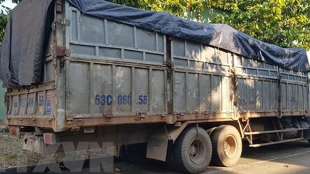 Bỏ trốn khi bị phát hiện đổ trộm rác thải, tài xế bị rắn cắn nhập viện