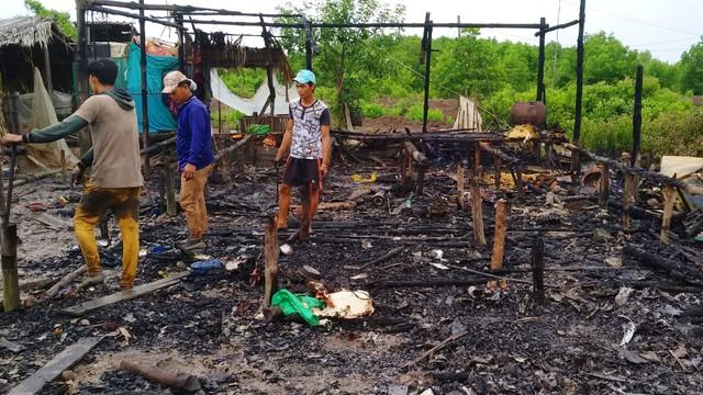 Ngọn lửa thiêu rụi căn nhà, 7 đứa trẻ may mắn thoát chết