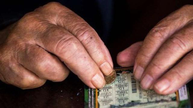 Thử vận may trước lần hóa trị ung thư cuối cùng, người đàn ông may mắn thắng xổ số gần 4,6 tỷ