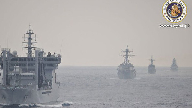Trung Quốc 6 lần bắn pháo sáng vào máy bay quân sự Philippines trên Biển Đông
