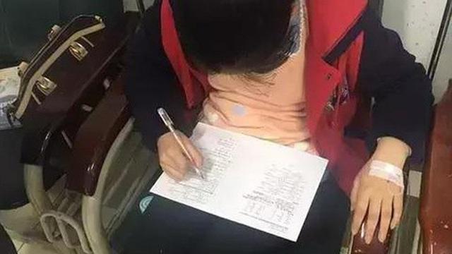 'Chửi như tát nước' vì học trò không làm bài tập, người mẹ gửi bức ảnh con gái đang ở viện khiến cô giáo không thốt nên lời