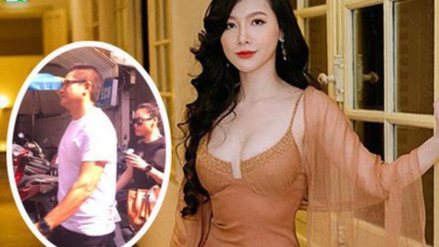 Xôn xao ảnh MC Minh Hà đeo đồng hồ đôi bên người đàn ông lạ mặt, rộ nghi vấn đang bí mật hẹn hò