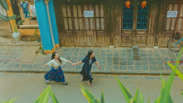 Cô gái đưa mẹ đi du lịch và chụp bộ ảnh tuyệt đẹp khắp Hội An khiến dân mạng siêu ngưỡng mộ