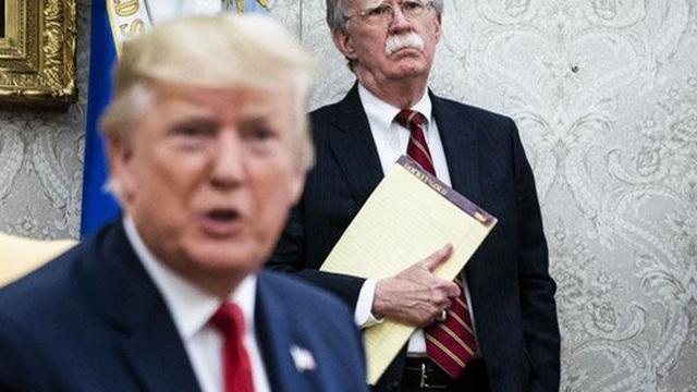 Cựu cố vấn an ninh quốc gia Bolton bị Nhà Trắng khoá miệng?