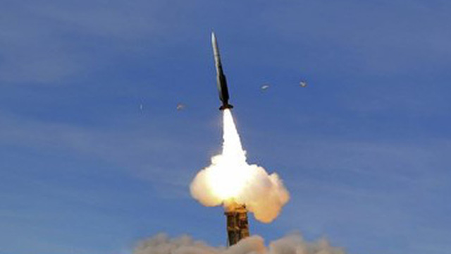 Iran phóng thử thành công tổ hợp tên lửa phòng không nội địa Khordad-15