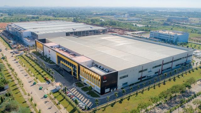"""Cận cảnh nhà máy smartphone mới của Vingroup tại Hòa Lạc: Đủ màn tra tấn Vsmart, nuôi mộng """"Thung lũng Silicon"""" Việt Nam"""