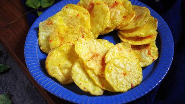Dùng lò vi sóng làm snack khoai tây chỉ trong 3 nốt nhạc!
