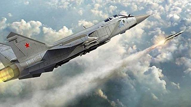 """Máy bay đánh chặn tầm cao MiG-31 """"dũng mãnh"""" xuất kích, uy hiếp đối thủ ở độ cao 20.000m"""