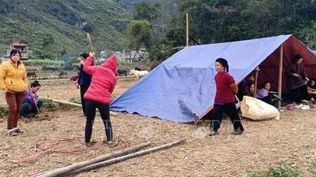 Lo sợ động đất, dân Cao Bằng dựng lều ngủ ngoài trời giữa đêm