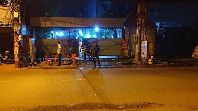 2 nhóm ăn nhậu rồi hỗn chiến ở ven Sài Gòn, 1 người bị đâm gục chết