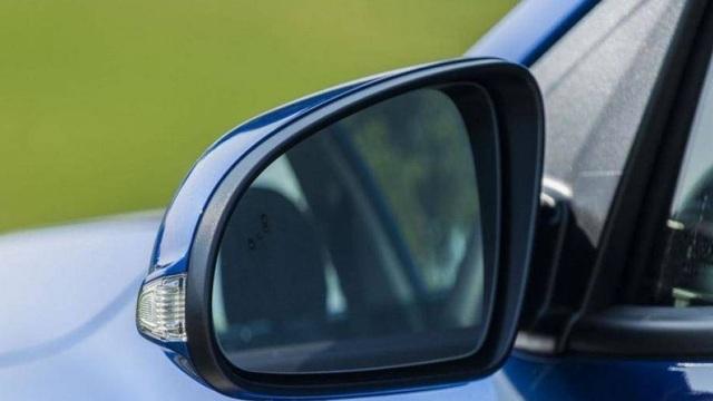 Những dấu hiệu cho thấy bạn phải thay gương ô tô ngay lập tức