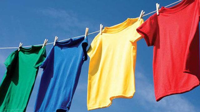 Chấp hết các loại ám mùi trên áo với mẹo hay giúp khử mùi cực nhanh, hiệu quả chỉ với 1 phút 30 giây này
