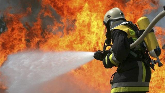 1001 thắc mắc: Vì sao nước nóng dập lửa tốt hơn nước lạnh?
