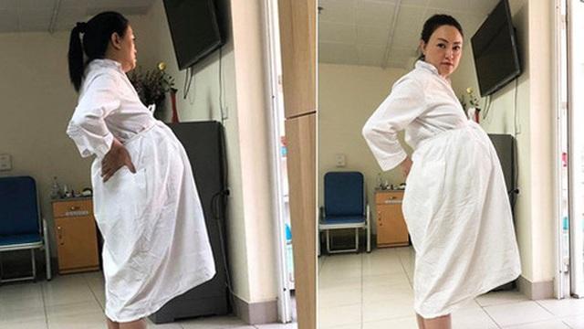 """Bà bầu U50 Văn Thùy Dương ôm bụng to vượt mặt, khoe ảnh chồng chụp """"xấu xí"""" trước khi lâm bồn"""