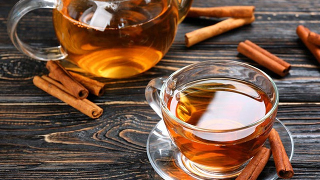 Quế kết hợp mật ong rồi pha với nước ấm mỗi sáng được ví là thần dược