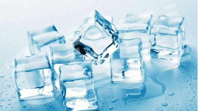 1001 thắc mắc: Bí ẩn sao nước đá có viên trắng đục, số khác lại trong veo?