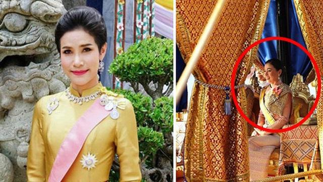 Quốc vương và Hoàng hậu Thái Lan dự lễ rước thuyền, sự kiện được cho là gián tiếp khiến Hoàng quý phi bị phế truất