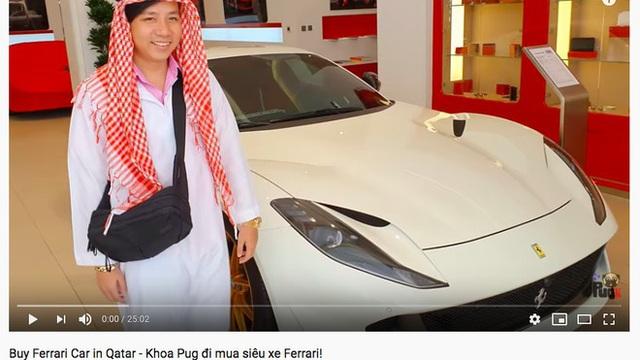 """Khoa Pug thử vào cửa hàng review giá siêu xe """"rẻ như rau ngoài chợ"""" ở Qatar, đến nhà hàng còn mang theo… nước mắm để nêm đồ ăn!"""