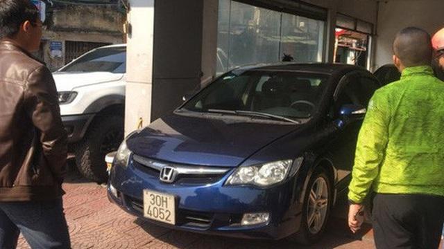 Ô tô cũ giảm giá theo xe mới, khách tấp nập hỏi mua