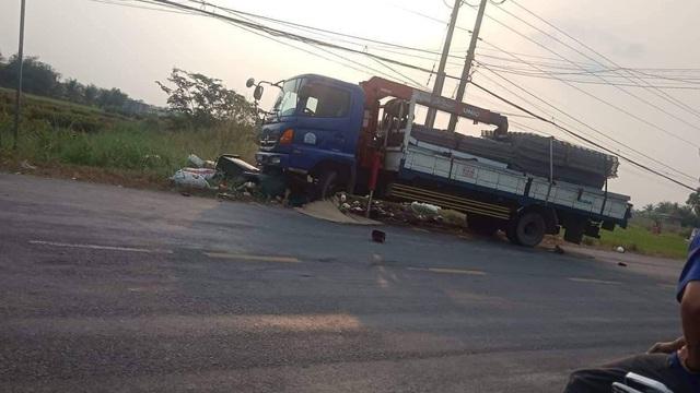 Long An: Ô tô tông 2 nữ sinh tử vong trên đường đi học về