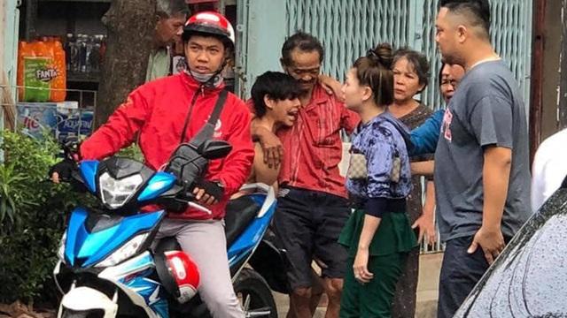 Xác minh thông tin cụ ông bị nhóm người lạ vờ đưa đi trao quà từ thiện rồi đánh, cướp vé số ở Sài Gòn