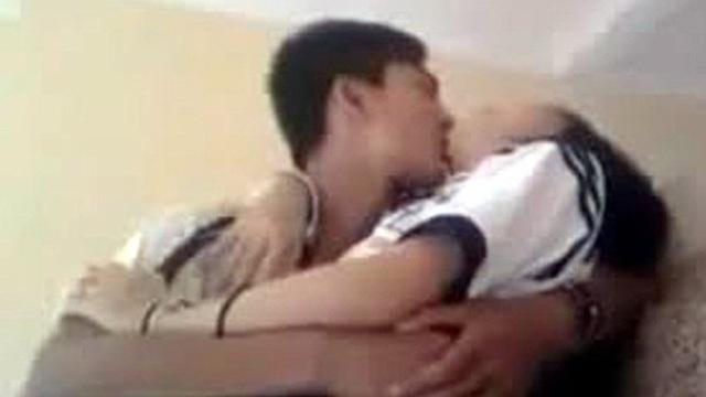 Nam thanh niên bị bắt sau khi quan hệ với thiếu nữ 14 tuổi khi cùng vào viện chăm bố
