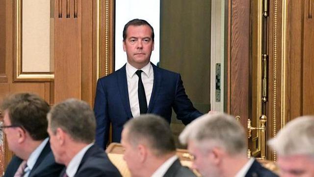 Tại sao ông Medvedev từ chức vào thời điểm này?