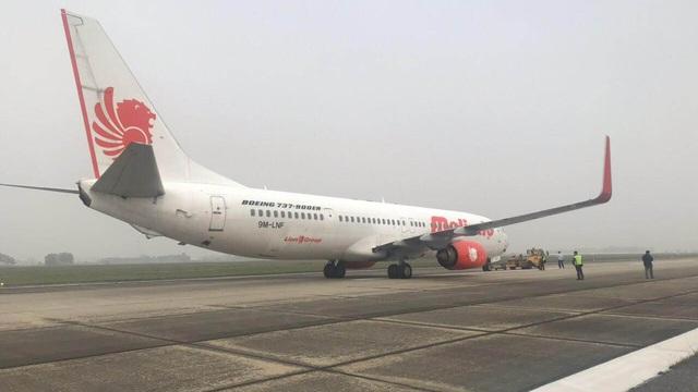 Máy bay Malaysia vừa rời sân bay Nội Bài đã phải quay đầu khẩn vì phát hiện nổ lốp
