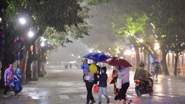 Mưa đá, mưa lớn đêm Giao thừa, sáng mùng 1 Tết tại Hà Nội và Bắc Bộ có gì bất thường?