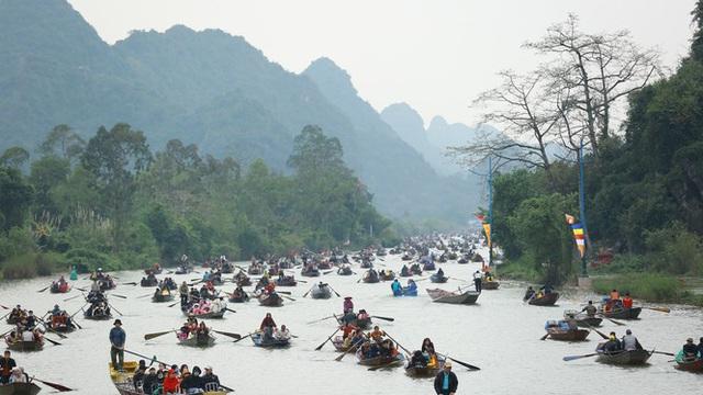 Tấp nập trẩy hội chùa Hương trong đêm