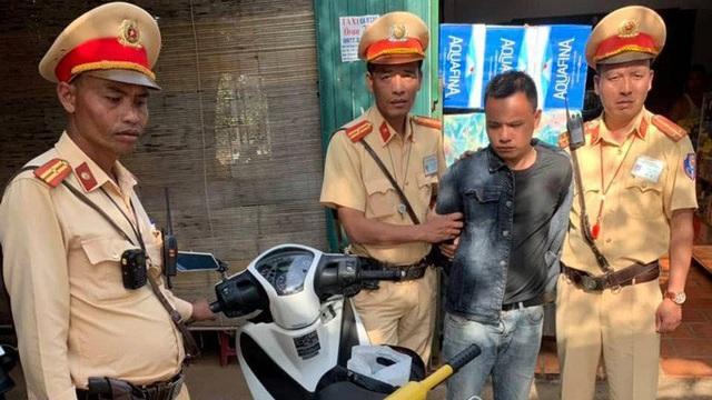 Bị chặn bắt, tên trộm lao xe vào CSGT