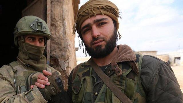 """""""Nếu thấy một tên Nga, hãy cầm lấy gậy"""", QĐ Thổ sử dụng phiến quân Syria chống Nga ra sao?"""