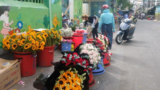 TP. HCM: Chợ hoa Hồ Thị Kỷ ế ẩm ngày Valentine do dịch viêm phổi cấp