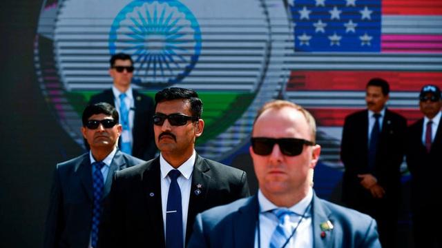 24h qua ảnh: Mật vụ Mỹ bảo vệ Tổng thống Donald Trump thăm Ấn Độ