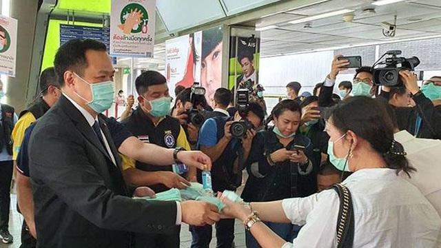 Bộ trưởng Y tế Thái Lan đòi đuổi khách du lịch không đeo khẩu trang