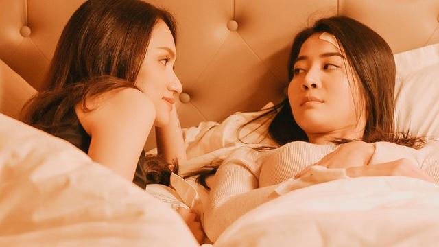 """Hương Giang """"trả thù"""" tình địch trong MV mới"""