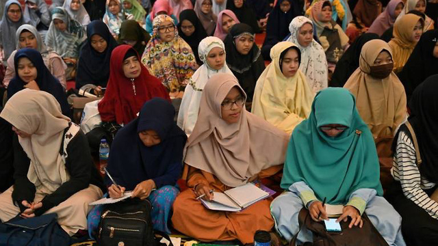 """Vì sao trào lưu """"cưới không cần hẹn hò"""" giống thời xưa bất ngờ nở rộ tại Indonesia?"""