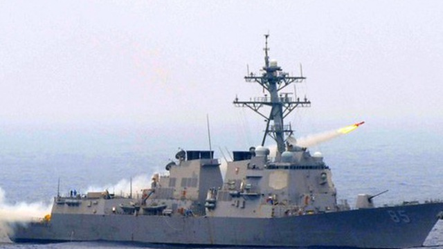 """Trung Quốc lại """"nổi đóa"""" chỉ trích tàu khu trục Mỹ hoạt động trên Biển Đông"""