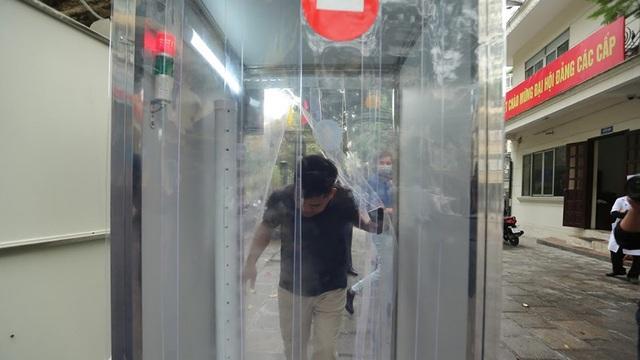 Buồng khử khuẩn toàn thân chống Covid-19 lắp đặt khắp Hà Nội: Bộ Y tế khuyến cáo không nên sử dụng