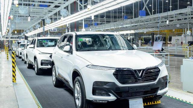 Khách Việt om hàng rồi rao bán lô xe VinFast Lux với giá rẻ hơn gần 400 triệu đồng, hứa hẹn sang tên trong '1 nốt nhạc'