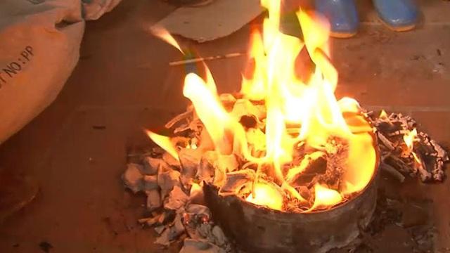 Thanh niên 27 tuổi bốc cháy như cột lửa do dùng xăng đốt rác