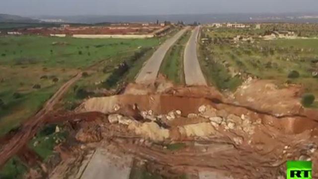 Video: Khung cảnh tàn khốc phiến quân dựng nên để ngăn Nga và Thổ Nhĩ Kỳ tuần tra tại Idlib