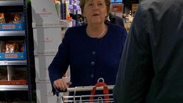 Báo Đức: Thủ tướng đi siêu thị như bao người là sự khích lệ trong thời Covid-19