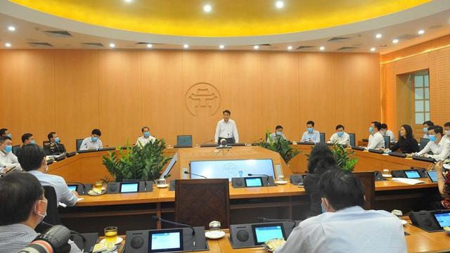 Chủ tịch Hà Nội yêu cầu xử lý nghiêm cô gái trốn cách ly lên Nội Bài để bay sang Anh