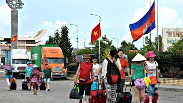 Việt Nam dừng các hoạt động qua lại biên giới với Lào và Campuchia từ 1/4