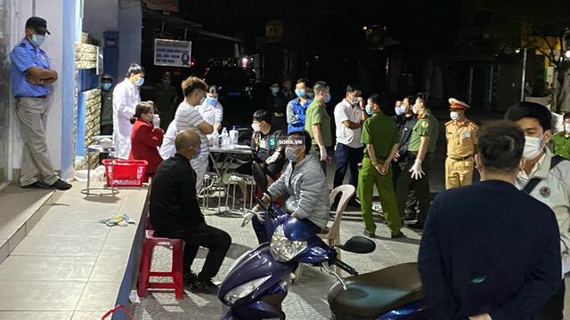 Xe khách BKS Quảng Ninh bí ẩn chở 4 khách Trung Quốc đến Thừa Thiên Huế
