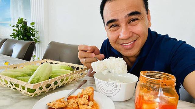 """Bữa sáng đạm bạc và sở thích ăn uống của """"MC giàu nhất Việt Nam"""" Quyền Linh"""